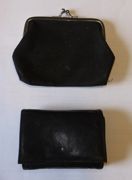 Zwei schwarze Geldbeutel