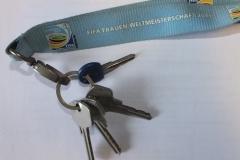 Schlüssel mit hellblauem Frauen WM Band