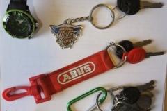 verschiedene Schlüssel und Bänder
